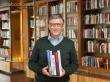 Sách là hành trang kiến thức quý báu của mỗi người